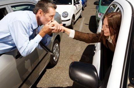 rencontrer une fille dans l'embouteillage