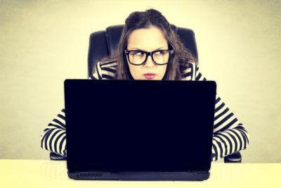 Les arnaques sur les sites de rencontres : comment ça fonctionne ?